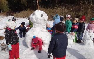 年少雪遊び(H28.1.22)�D
